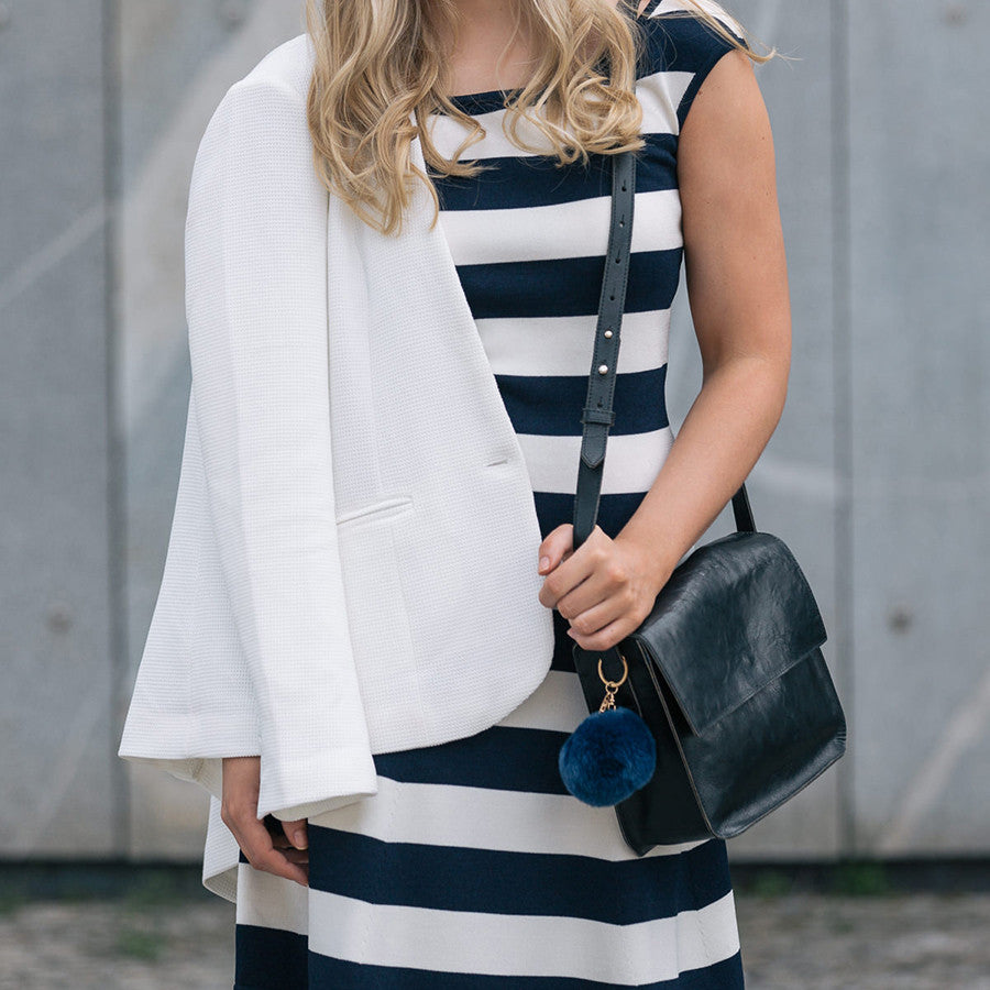 How to style marine stripes with Viva's black crossbody leather bag?