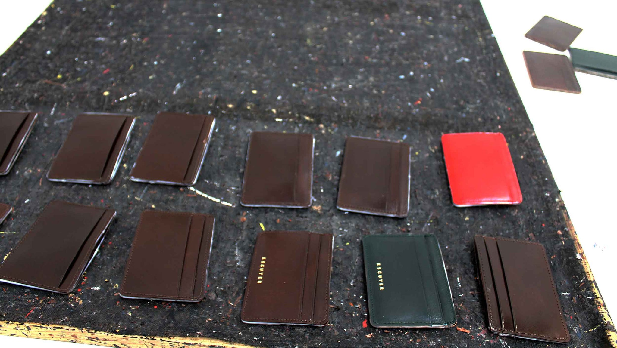 Escuyer cardholder production