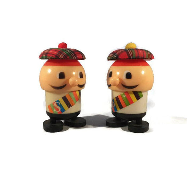 Vintage Retro Plastic Salt and Pepper Shakers Mid Century Kitchen Collectible-Duckwells
