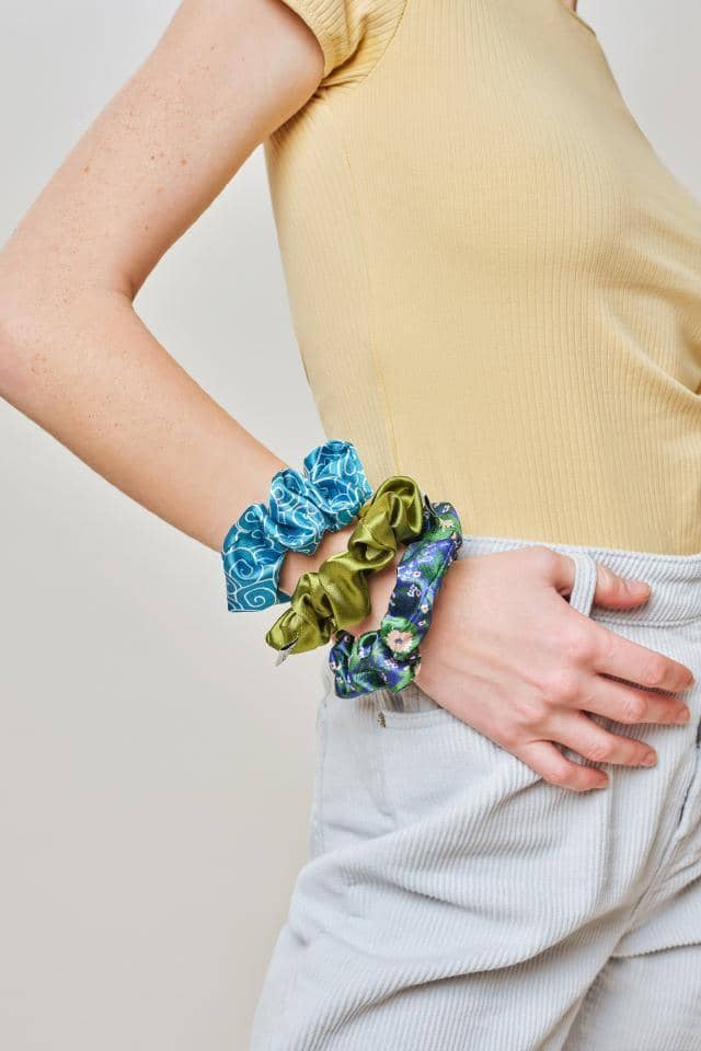 Ivory Ella W Beauty Baja Blue Floral Scrunchie Set