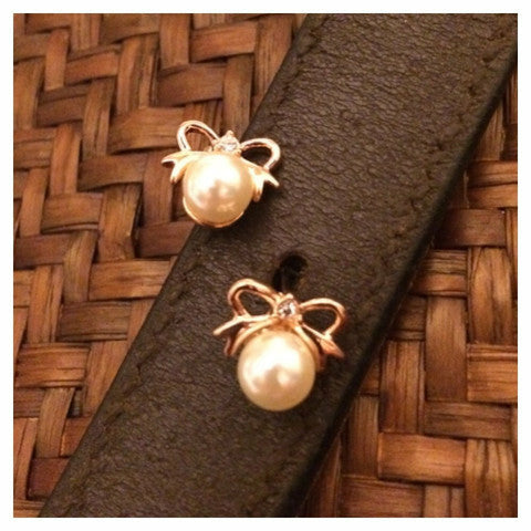 My Barn Child 18k Earrings - CarouselHorseTack.com