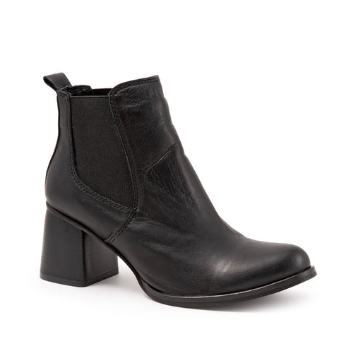 BLACK AMALFI LEATHER W/ BLACK HEEL