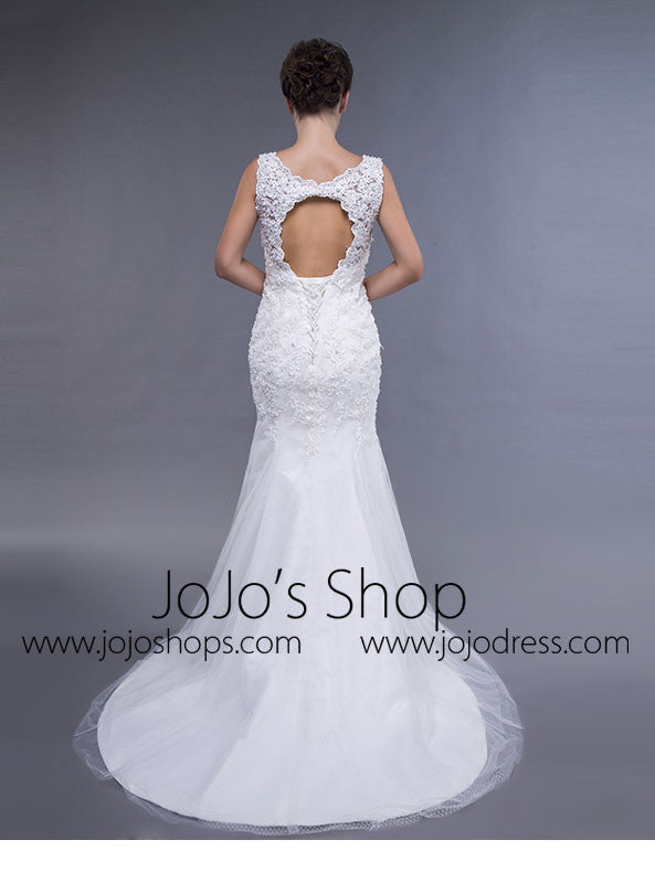 Simple Lace Fit and Flare Wedding Dress with Keyhole