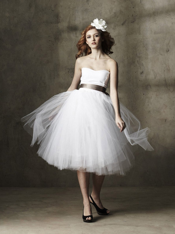 Whimsical Strapless Knee Length Tulle Wedding Dress