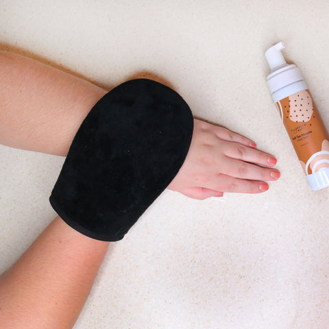 Easily Apply Elizabeth Mott's Self Tanning Mousse with the mitt applicator