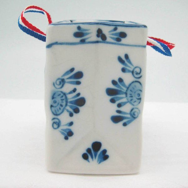 Delft Blue Basket with Embossed Kiss Design and Ribbon - GermanGiftOutlet.com  - 2