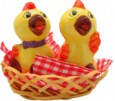 Animal Salt and Pepper Shakers Chickens Basket - GermanGiftOutlet.com  - 1