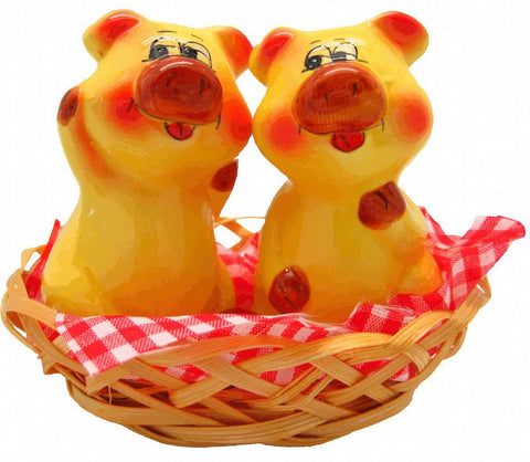 Animal Salt and Pepper Shakers Pigs Basket - GermanGiftOutlet.com  - 1