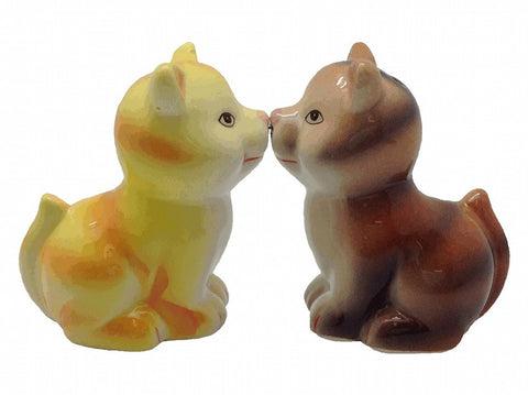 Ceramic Salt & Pepper Set Magnetic Cats - GermanGiftOutlet.com  - 1