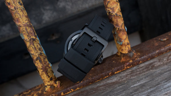 Black buckle on Black Elite Silicone