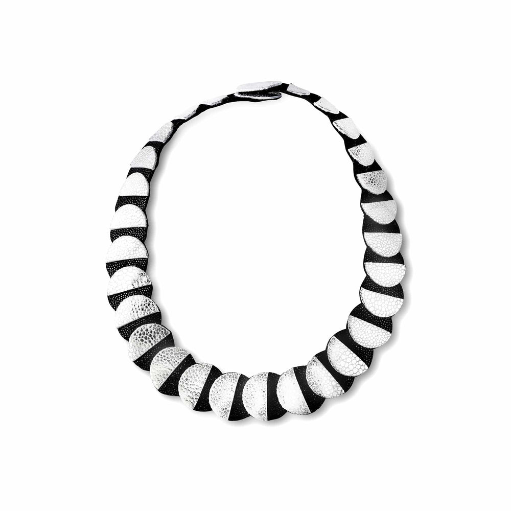 Load image into Gallery viewer, Eclipse silver collar leather necklace