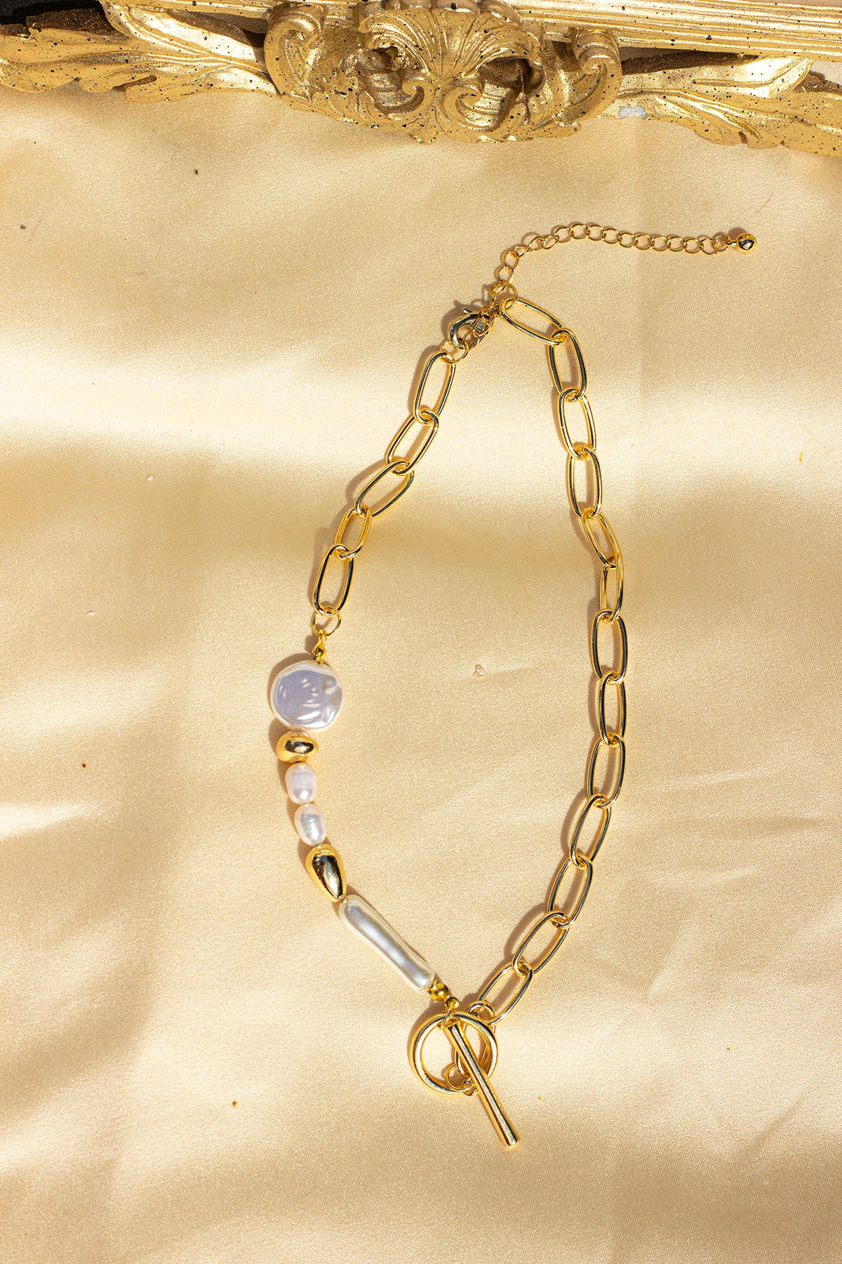 Fasten Front Gold Chain and Pearl Necklace - Sugar + Style