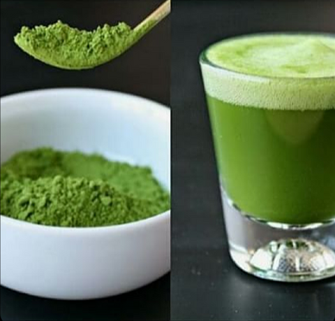 matcha-green-tea-powder-and-glass-of-matcha