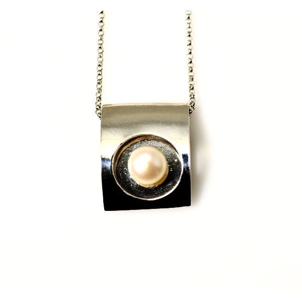 STERLING SILVER FLOATING CIRCLE PENDANT WITH PEARL - Side Street Studio