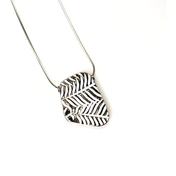 STERLING SILVER HOLLOW FORM LEAF PENDANT
