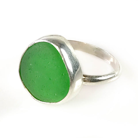 KELLY GREEN RING ON 1/2 ROUND BAND