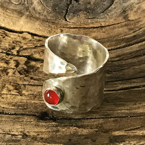 STERLING SILVER HAMMERED RING WITH RED ONYX