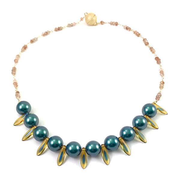 Medieval Collection necklace with Tahitian iridescent pearl
