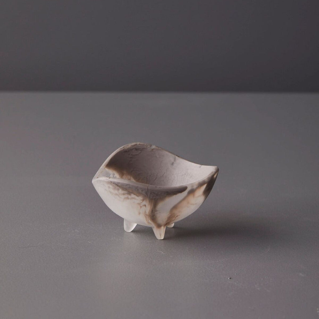 Small vessel with three feet - Taupe Marble