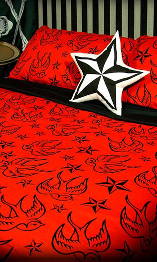 Stars & Swallows [Red] | QUEEN QUILT SET*
