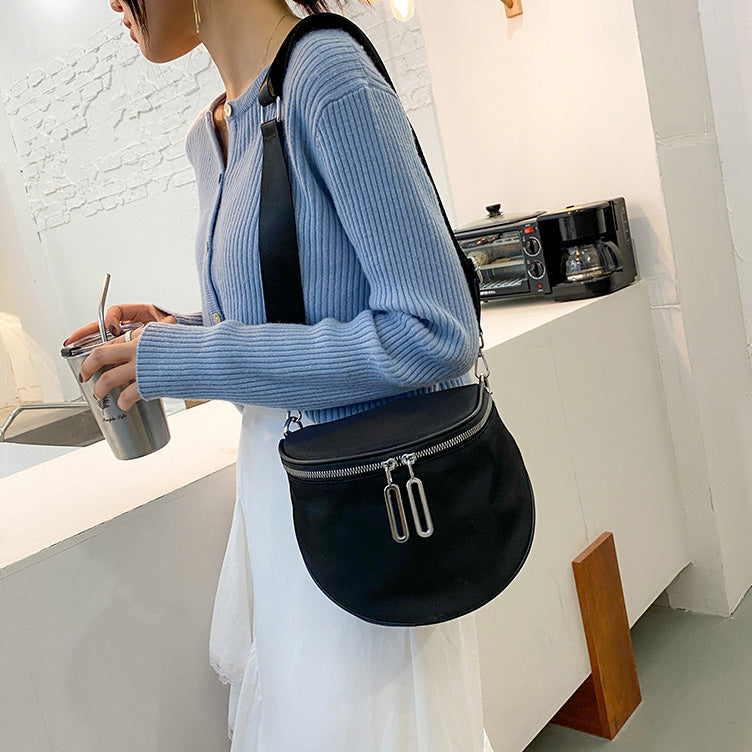 Fashion Saddle Bags Luxury Women's Single Shoulder Bag Retro Semicircle Crossbody Bag Casual Nylon Crossbody Bag Chest Bag
