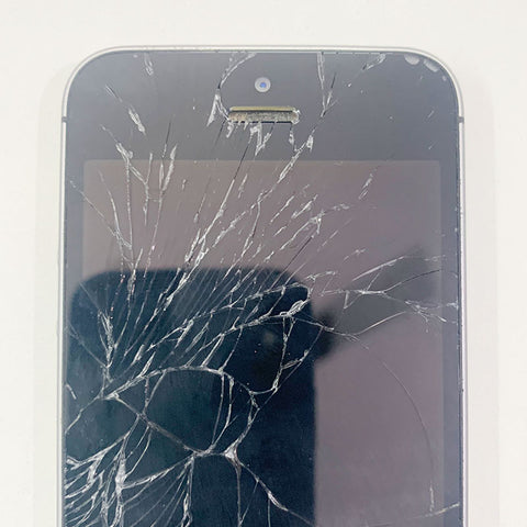 Cracked your iPhone SE display .?  We can fix it - iPlace Coimbatore