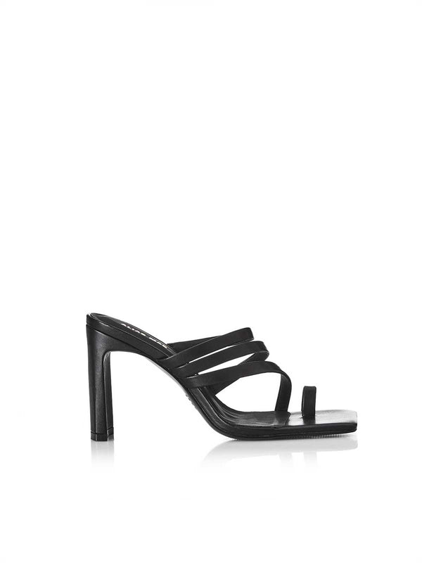 Carrie - Black Shoes Alias Mae