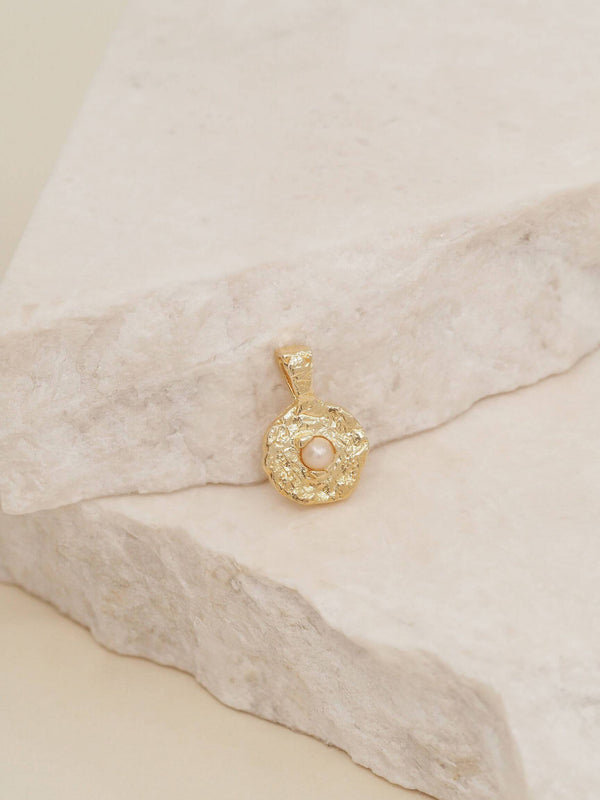 By Charlotte June Pearl Birthstone Pendant Gold | Perlu