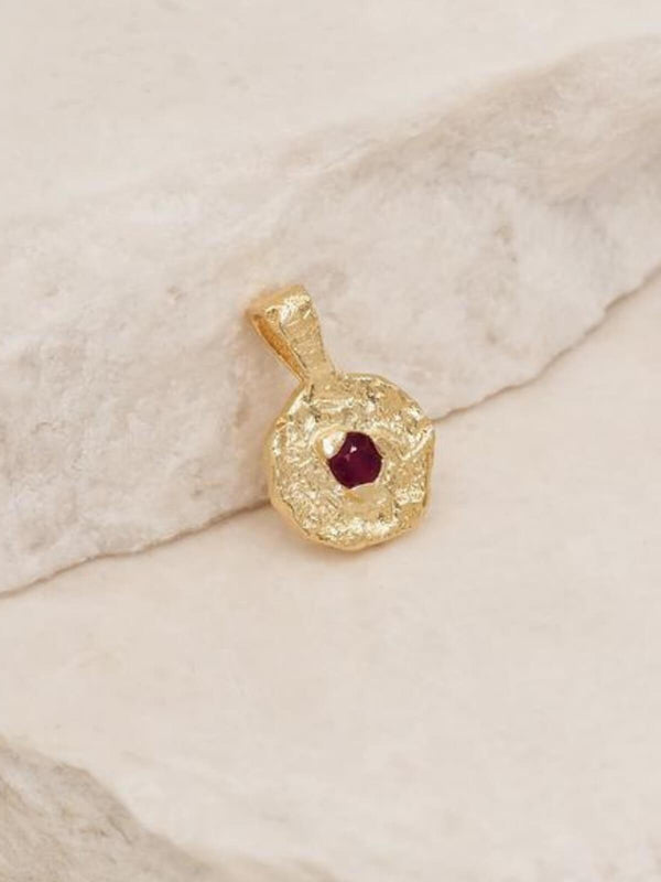 By Charlotte| January Garnet Birthstone Pendant Gold | Perlu