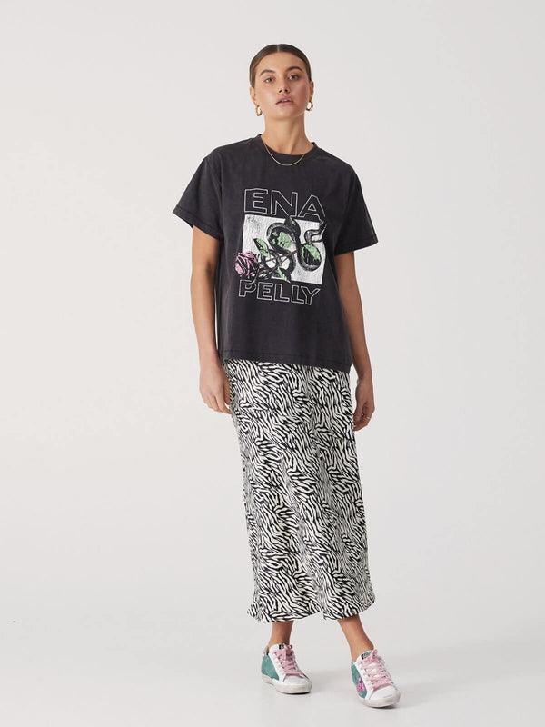 Ena Pelly Snake Rose Tee Washed Black | Perlu