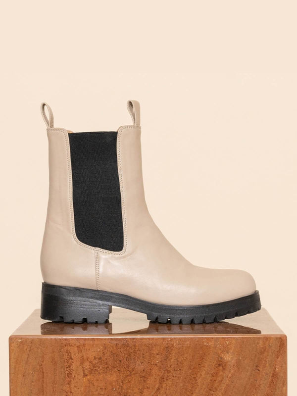 James Smith Como Combat Boot - Nude | Perlu