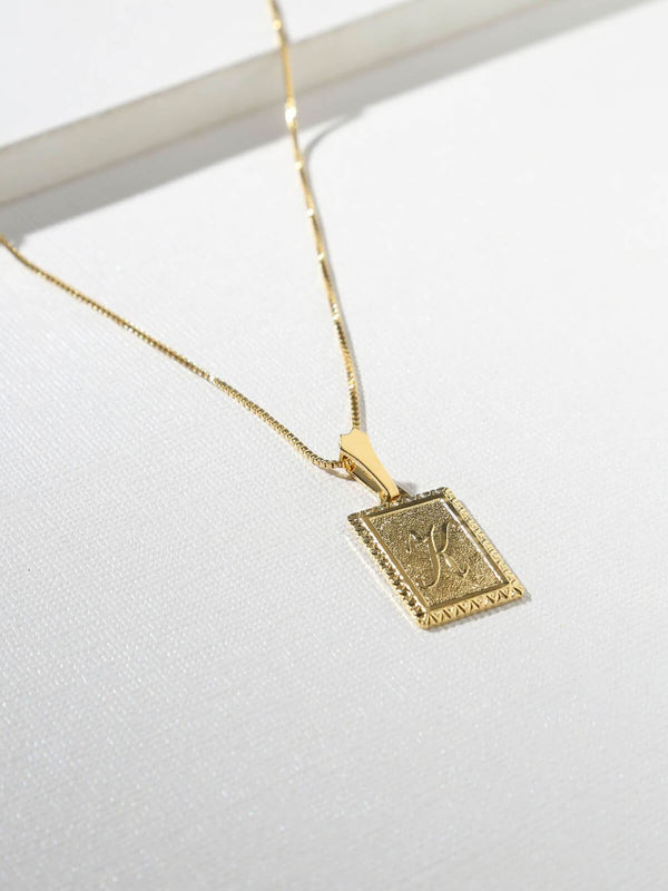 Vanessa Mooney | The London Initial Necklace - T | Perlu