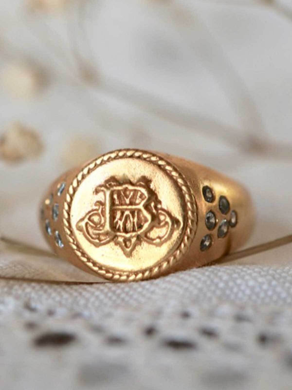 Monsieur Blonde Monsieur Ring | Perlu