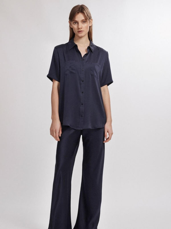 Silk Laundry | Short Sleeve Boyfriend Shirt - Navy | Perlu
