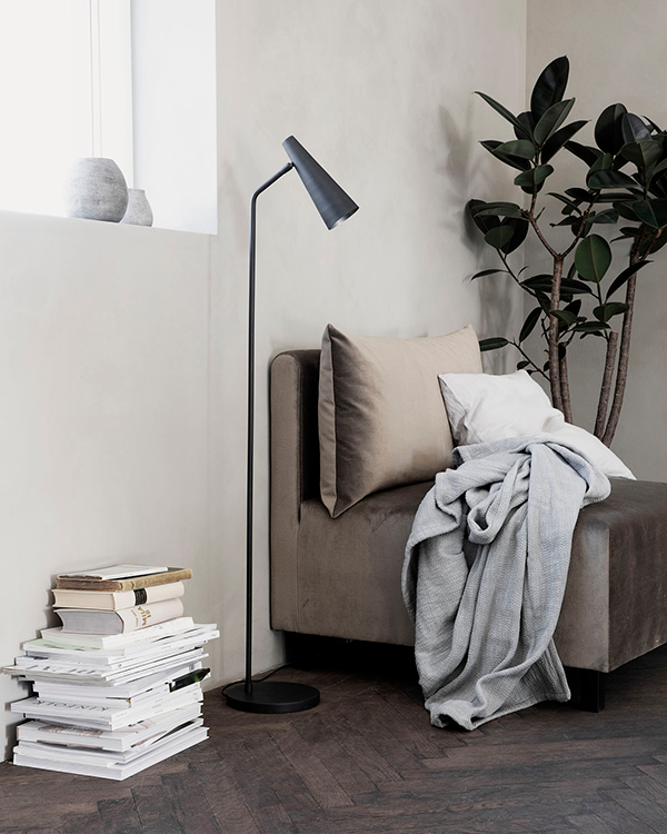 Precise Black Floor Lamp