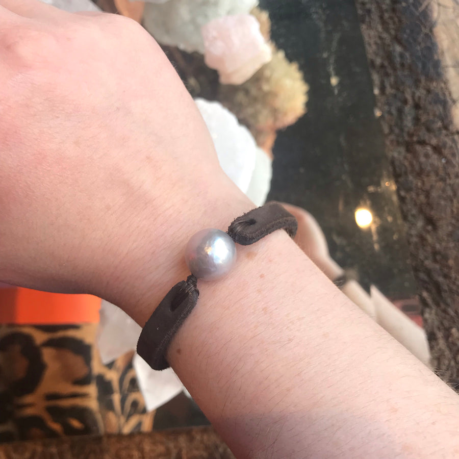 Fait Main Pearl Leather Bracelet