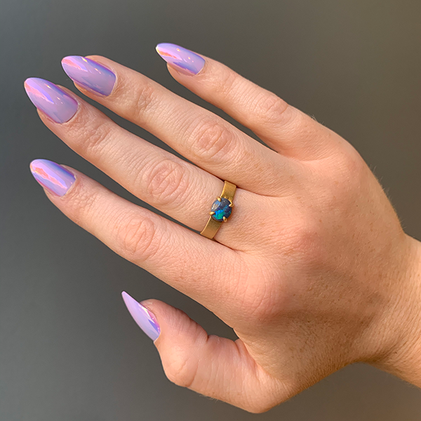 Petite Baleine Australian Opal 18k gold Wide Belt Ring modeled on a hand