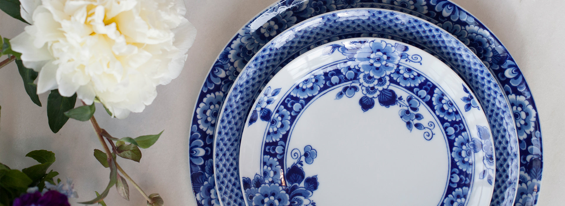 The Blue Ming porcelain dinnerware collection by Dutch designer Marcel Wanders with Vista Alegre is a stunning ex&le of Delftware with a modern twist. & Blue Ming Dinnerware by Marcel Wanders - Fruit Bowl
