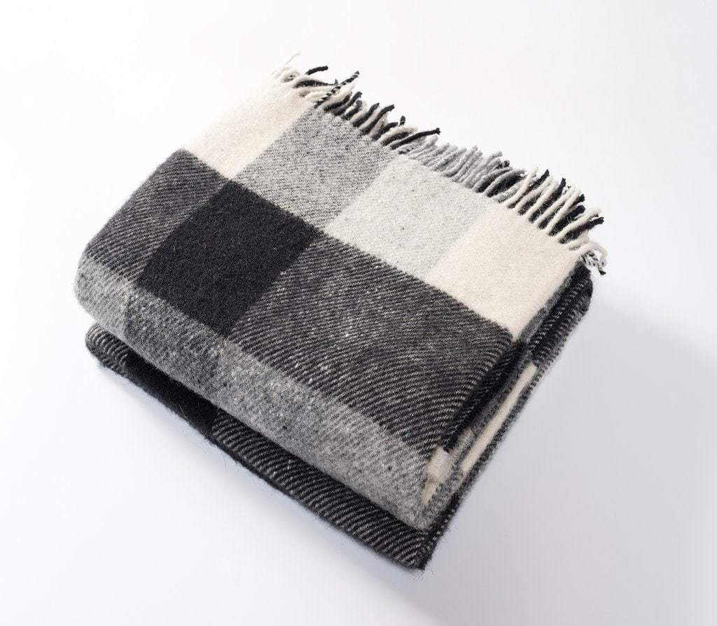 Harlow Henry Harlow Henry Classic Check Black and Cream Throw HHSCT04