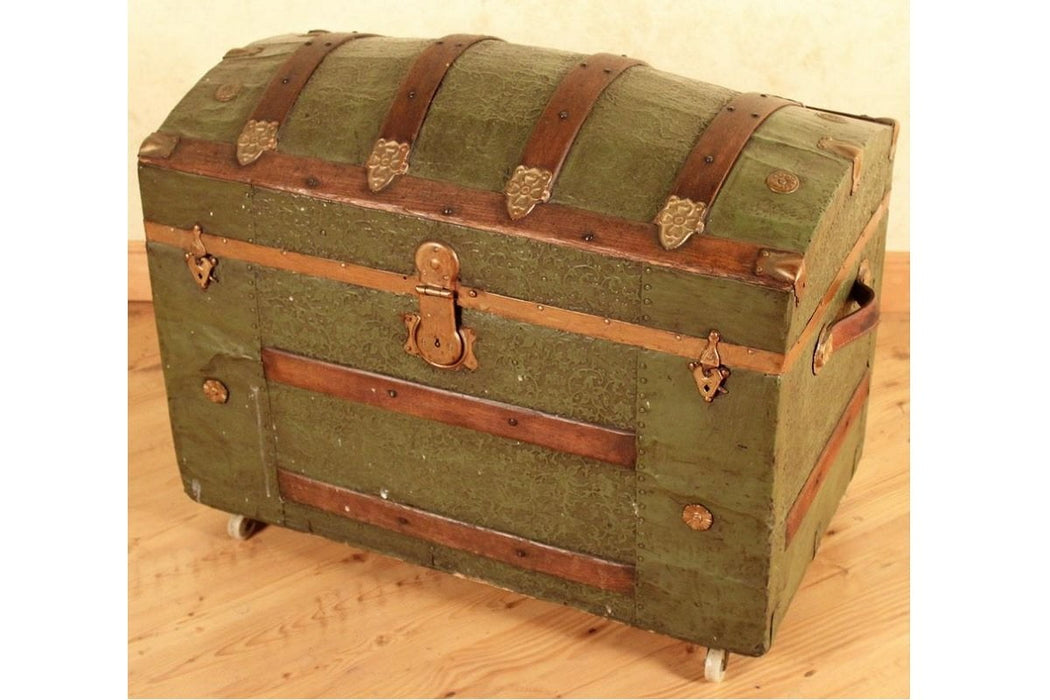 Best Sleep Centre Opportunity Buys Wayfair Returns Lot 679 - Antique Terryville Connecticut Steamer trunk with Eagle lock