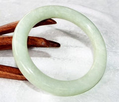 """Yin Green""  Classic Round Chinese Jade Bangle 67mm (NJRJ50)"