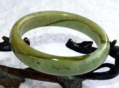 """Earth in Motion"" Chinese River Jade Green and Honey Veins Bangle Bracelet 59mm (NJ2533)"