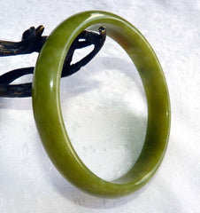 "Good Green and ""Kiss of Hong"" Chinese ""River Jade"" Bangle Bracelet 69.5 mm (NJ2590)"