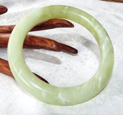 """Waterfall"" Classic Round Chinese Jade Bangle 67mm  (NJRJ57)"