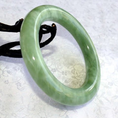 """Clouds"" Over Green Earth Chinese Jade Classic Round Bangle Bracelet 60mm  (NJRJ-95)"