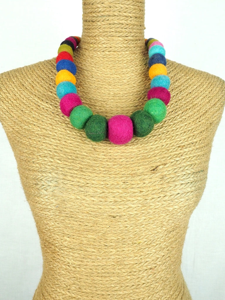 Felt necklace 05