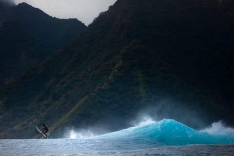 Photographer Alex Voyer shooting with Outex at Teahupoo's famous Surf Break 4