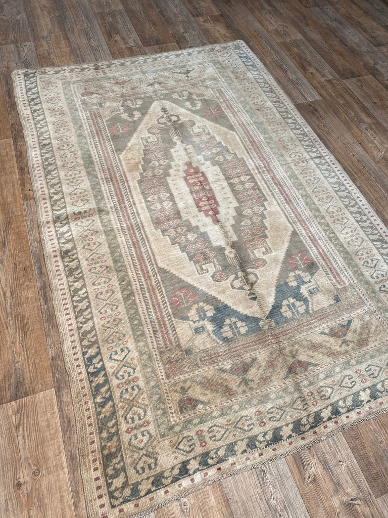 "4'6"" x 7' Vintage Turkish Oushak"