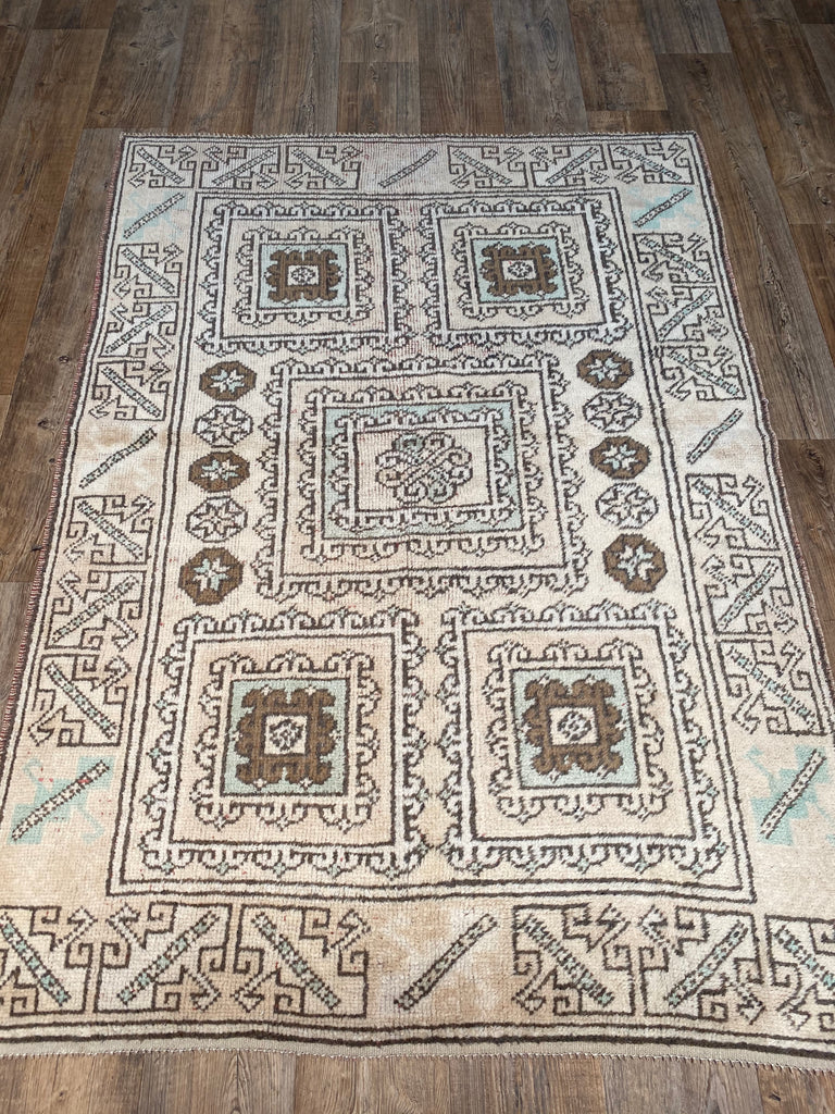 "4'3"" x 6'2"" Vintage Turkish Oushak"