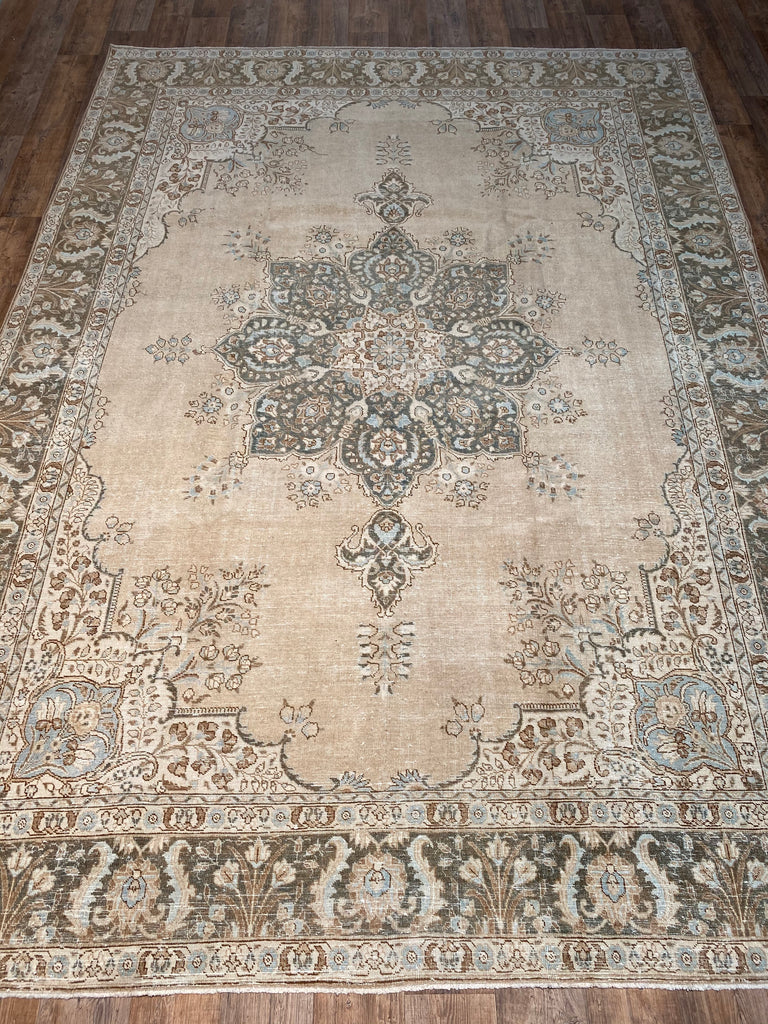 "9'3"" x 12'9"" Vintage Distressed Tabriz"